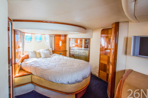 State room Azimut 62