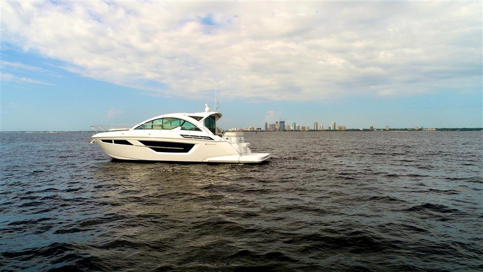 Cruisers Yachts New 2018 Cruisers 50 Cantius Cr18xk1 04 Overview